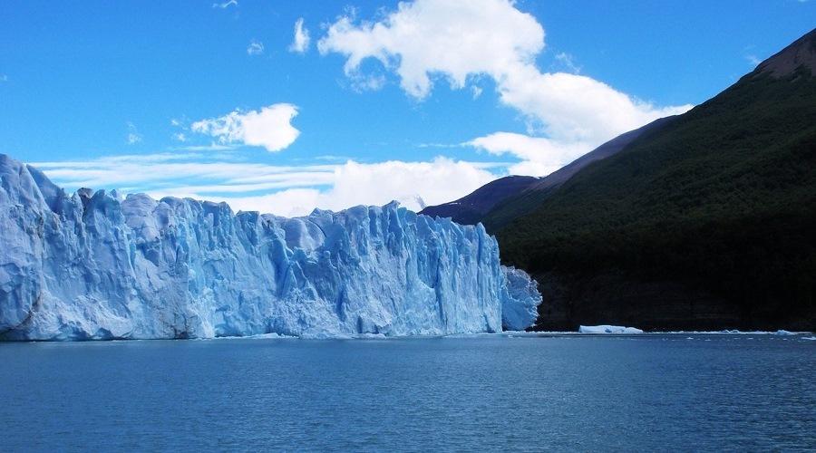 El Glaciar Perito Moreno es uno de los lugares más impactantes de Argentina.