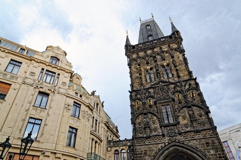 la Torre de la Pólvora es una de las más conocidas de Praga. Está justo en la entrada de la Ciudad Vieja.