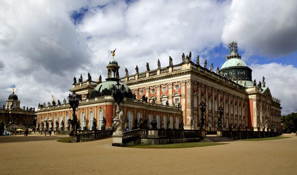 El Palacio Nuevo de Potsdam es el más grande del complejo.