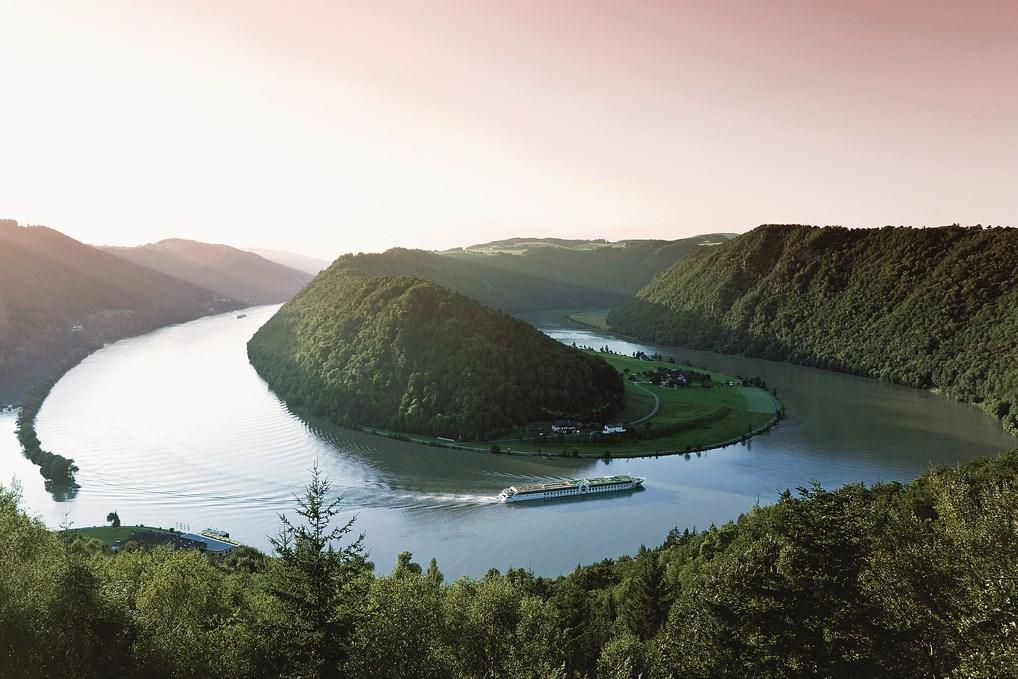 Merece la pena disfrutar del Recodo del Danubio desde la cubierta del barco y dejarse sorprender por paisajes espectaculares.