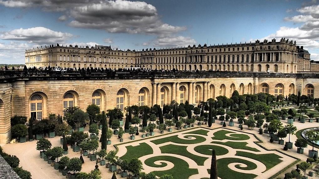 El Palacio de Versalles es uno de los palacios más importantes de Europa, que influyó en la construcción de muchos otros palacios del Viejo Continente