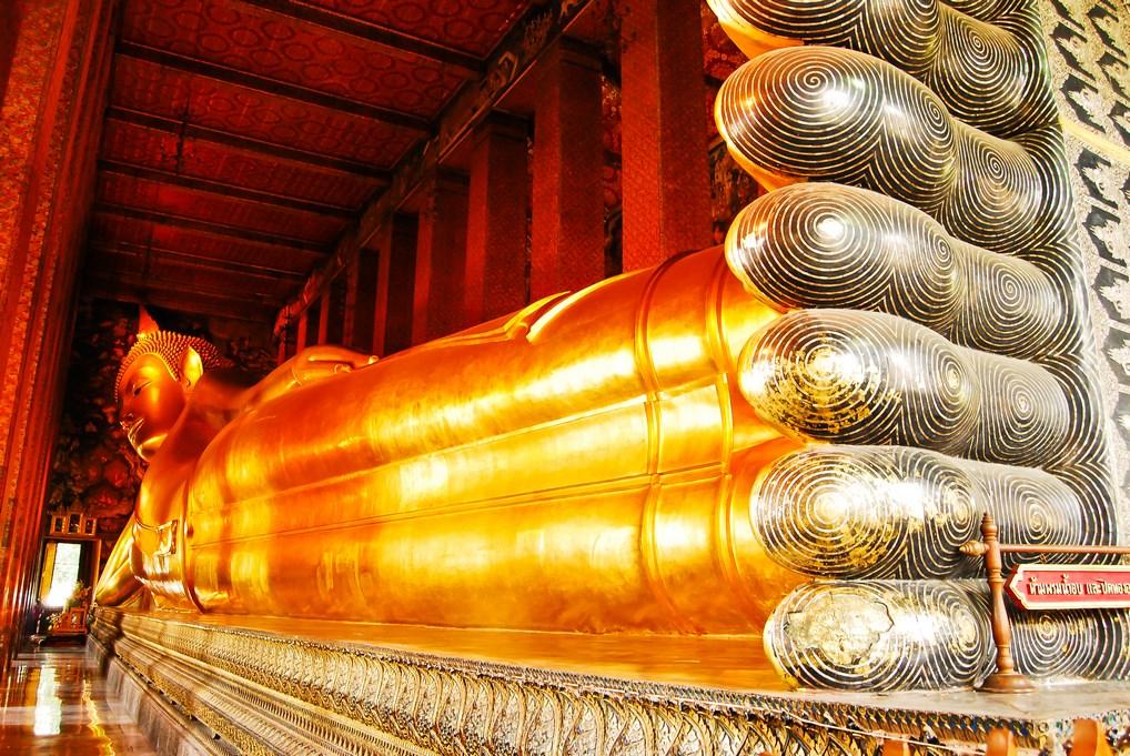 El Buda Reclinado de Bangkok mide nada menos que 46 metros de longitud
