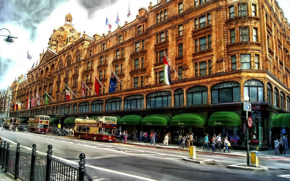 No olvides pasar por los Grandes Almacenes Harrod's en tu visita a Londres.