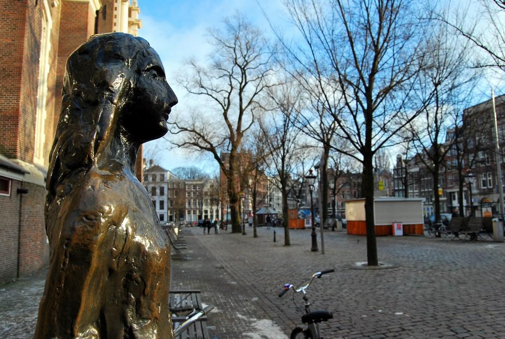 La Casa Museo de Anna Frank te permitirá conocer a fondo la historia de esta niña y su famoso diario.