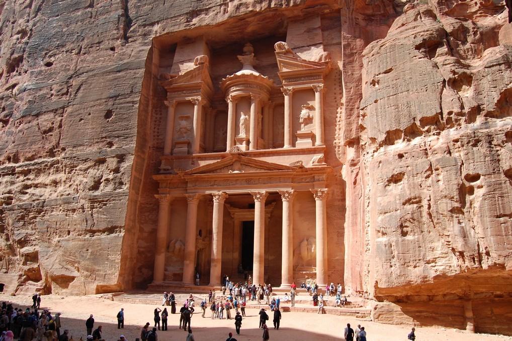 La ciudad de Petra, sin duda, uno de los lugares más increíbles que ver en el mundo.