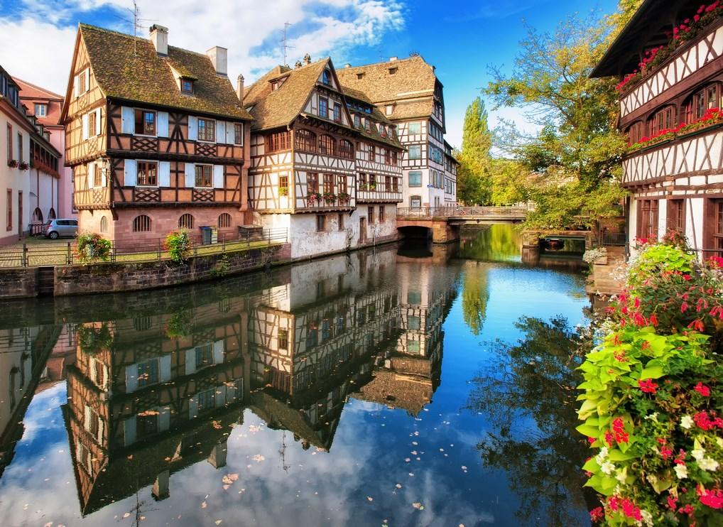 Estrasburgo es uno de los lugares más pintorescos que puedes encontrar en las cercanías del Rhin.