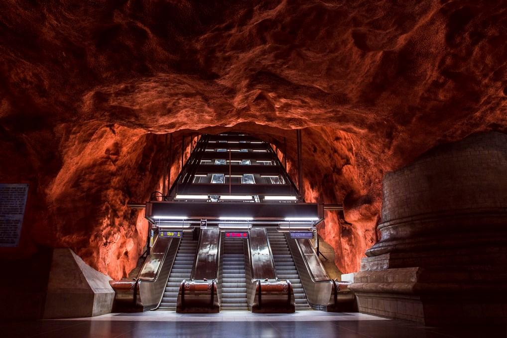 Algunas estaciones del metro de Estocolmo son verdaderas obras de arte que merece la pena ver.