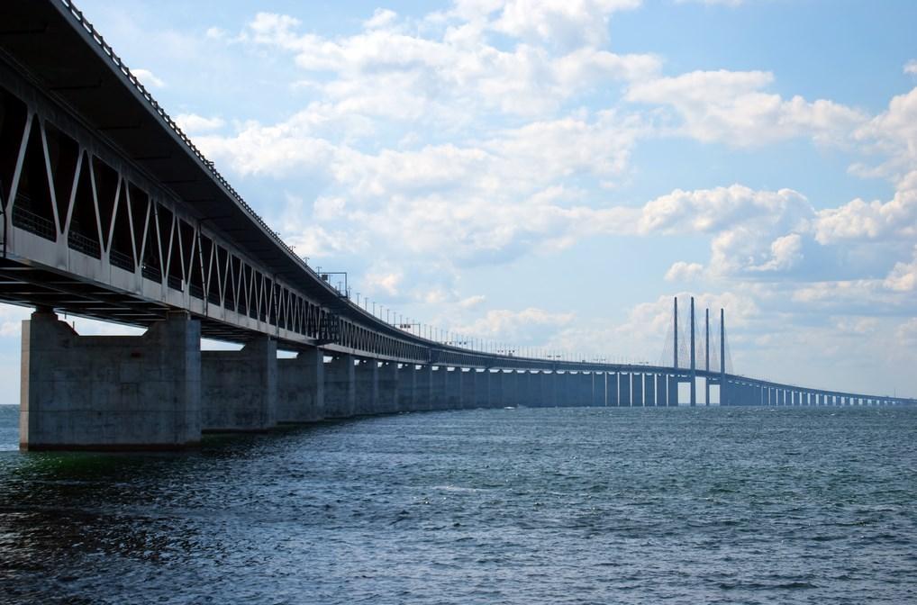 El Puente de Öresund es toda una obra de ingeniería que une Suecia con Dinamarca.