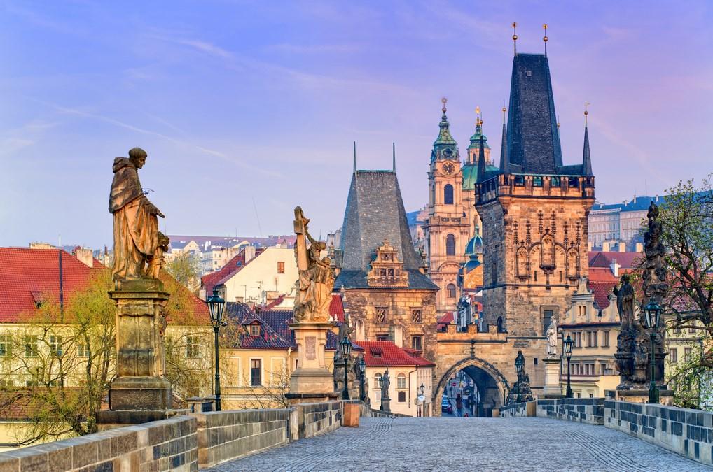 Desde el Puente de Carlos podrás disfrutar de unas preciosas vistas de la ciudad de Praga.