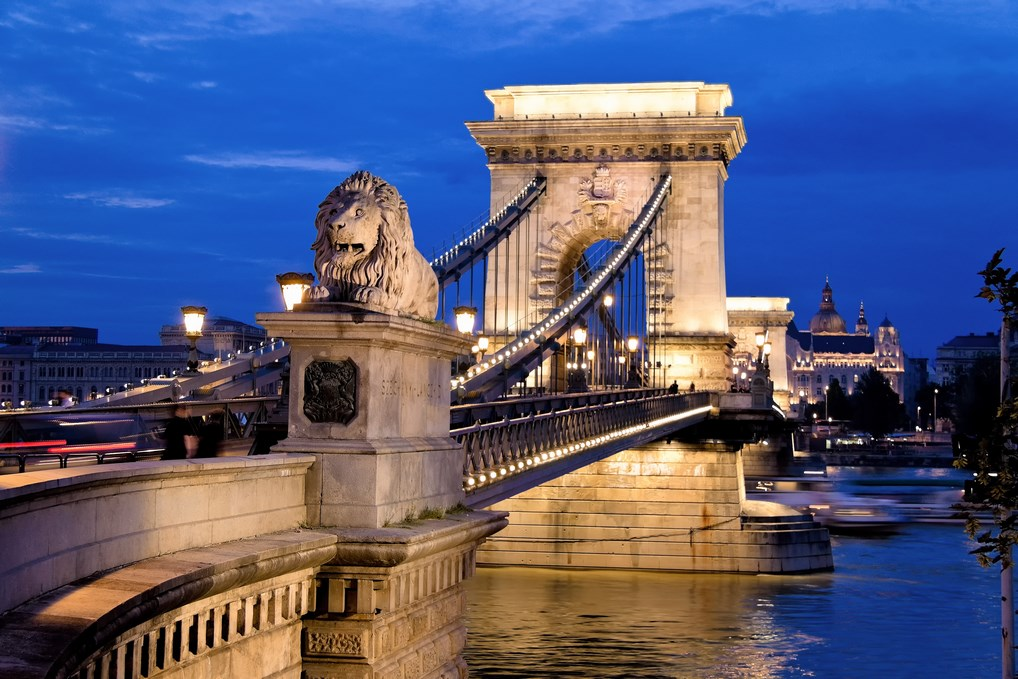 El Puente de las Cadenas une las antiguas ciudades de Buda y Pest.