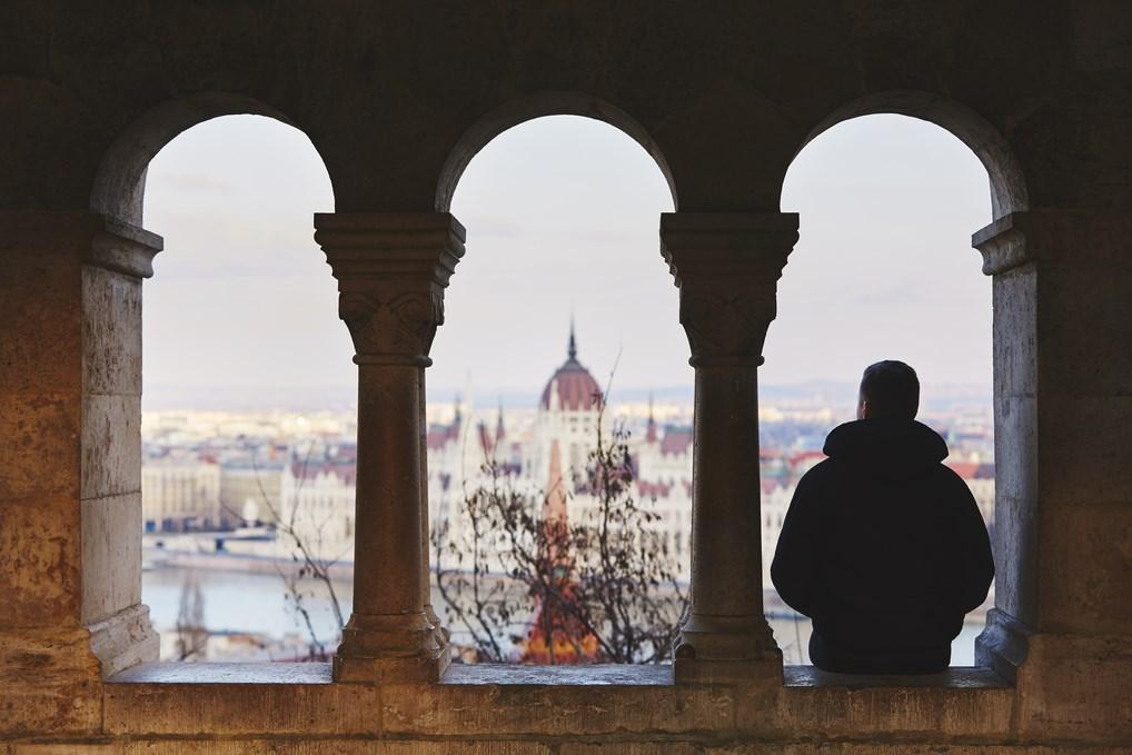 Desde el bastión de los Pescadores de Budapest puedes disfrutar de unas increíbles vistas al Parlamento.