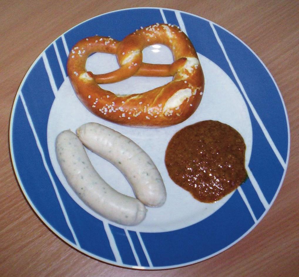 Una Weisswurst con mostaza dulce y un pretzel. Lo más típico de la gastronomía de Baviera.